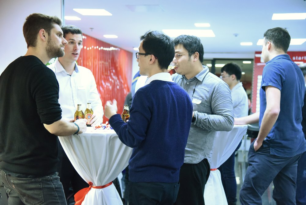 Networking with refreshment. (Catering: GEVENA Restaurant & Bar)