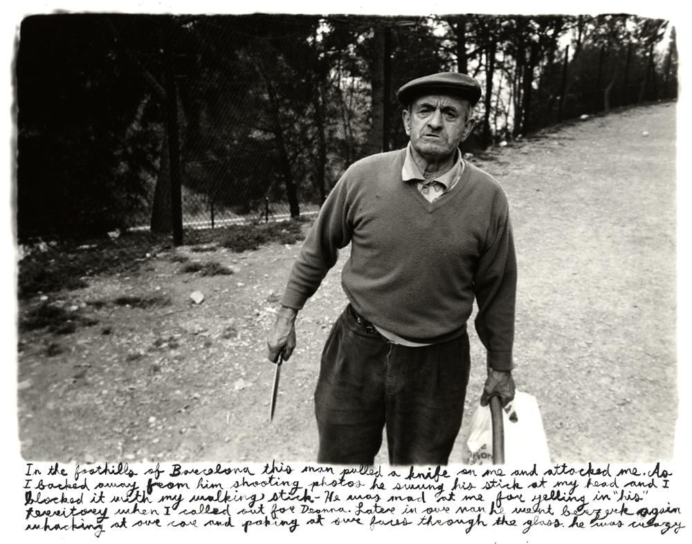 © Ed Templeton. Curiosamente una fotografía tomada en Barcelona, el hombre se enfadó tanto que va hacia el con un cuchillo.