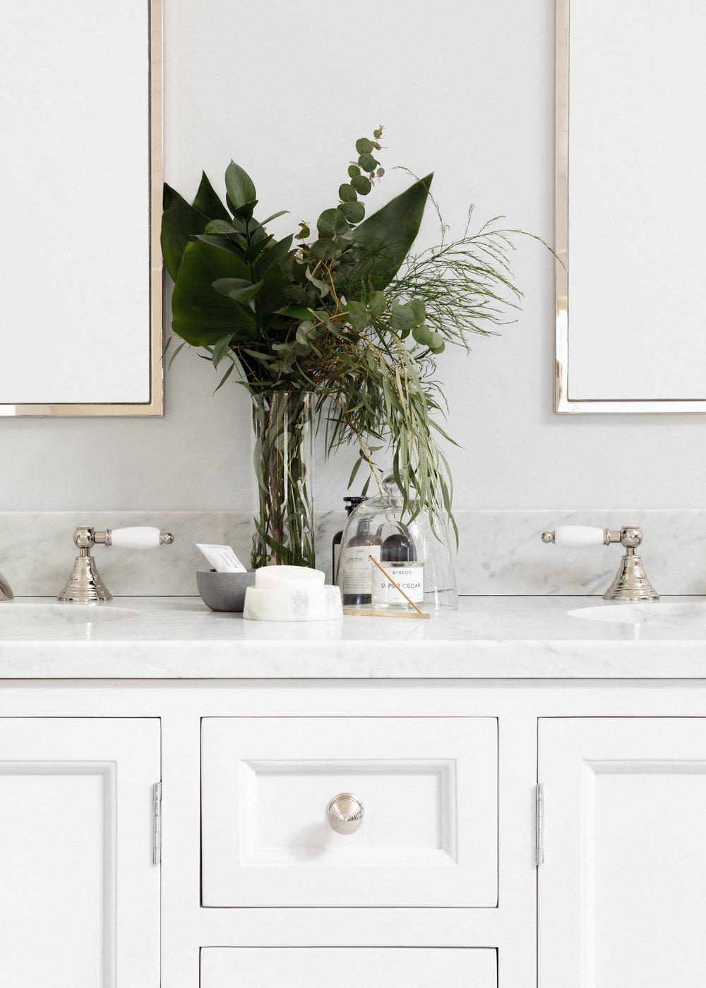 Porter_bathroom_vanities_the_Chester_01.jpg