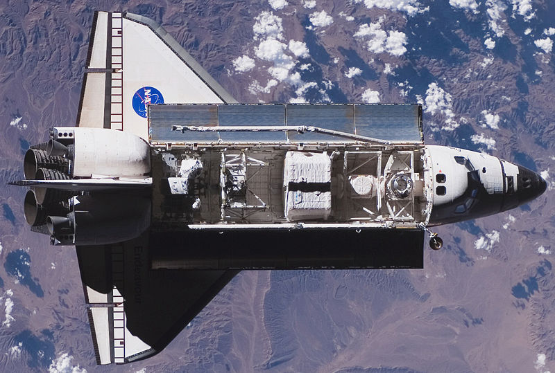 800px-STS-118_approaching_ISS