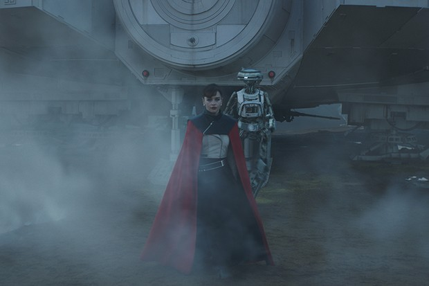 Walking from the Falcon behind Qi'ra