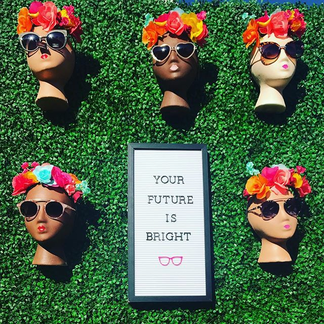 Your future is whatever you make of it ✨ So make it a good one! . . . . #flaminglewithjoann #altsummit #altsummit2018 #saguaropalmsprings #yourfutureisbright #sunglasses #palmsprings #palmspringslife #wordsofwisdom #abmlifeiscolorful #abmhappylife #abmlifeisbeautiful #flashesofdelight #thatsdarling #darlingweekend #weekendready #friyay #weekendvibes #acolorstory #livecolorfully #thehappynow #makeyousmilestyle #flowercrown #fridayfeeling #californialustre #livethelittlethings #popsofcolor #alwaysdreaming #sunshineandsmiles #happyfriday