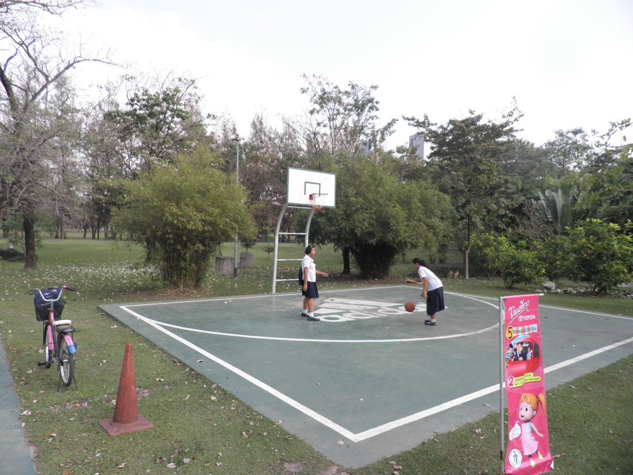 Bob and Kat shooting hoops.