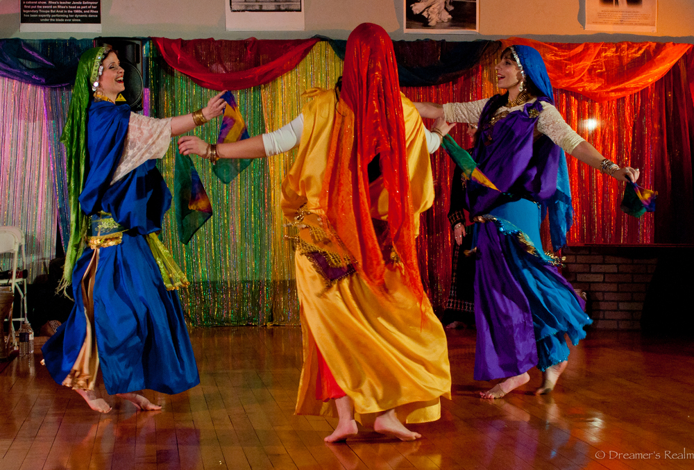 (L - R) Rihanna, Ma'isah, and Angela perform a Tunisian dance. Photo by Dreamer's Realm Photography.