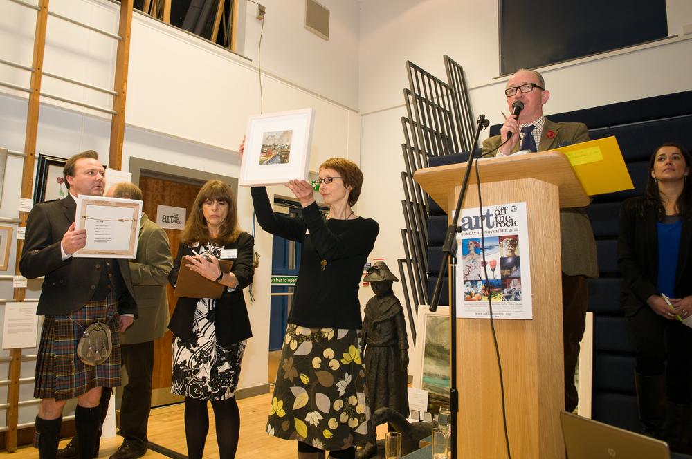 Robin Anderson, Lesley Tobin, artist Jaine Marriott with David Leggat and Jenny Kumar from United Auctions get in the bids.jpg