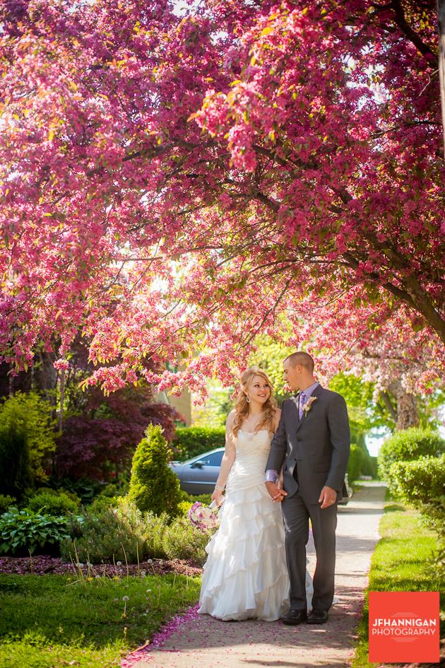 WEDDING FLOWERS, STONE MILL INN