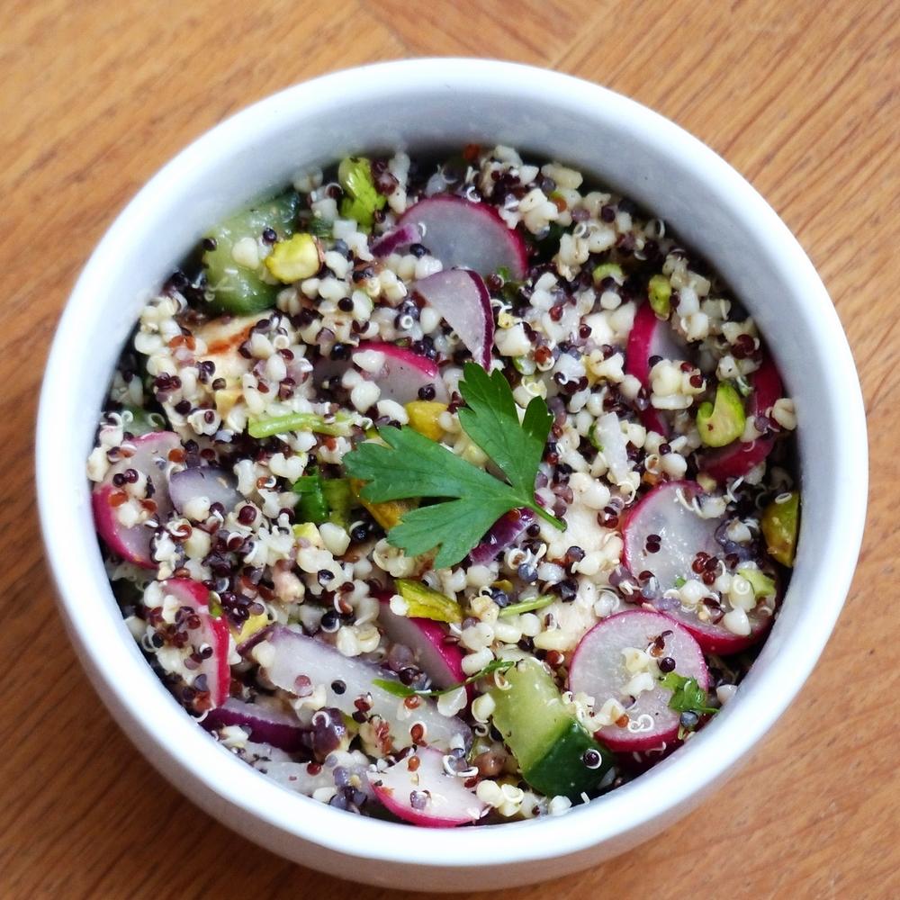 Quinoa-bulghur salade met gegrilde kip