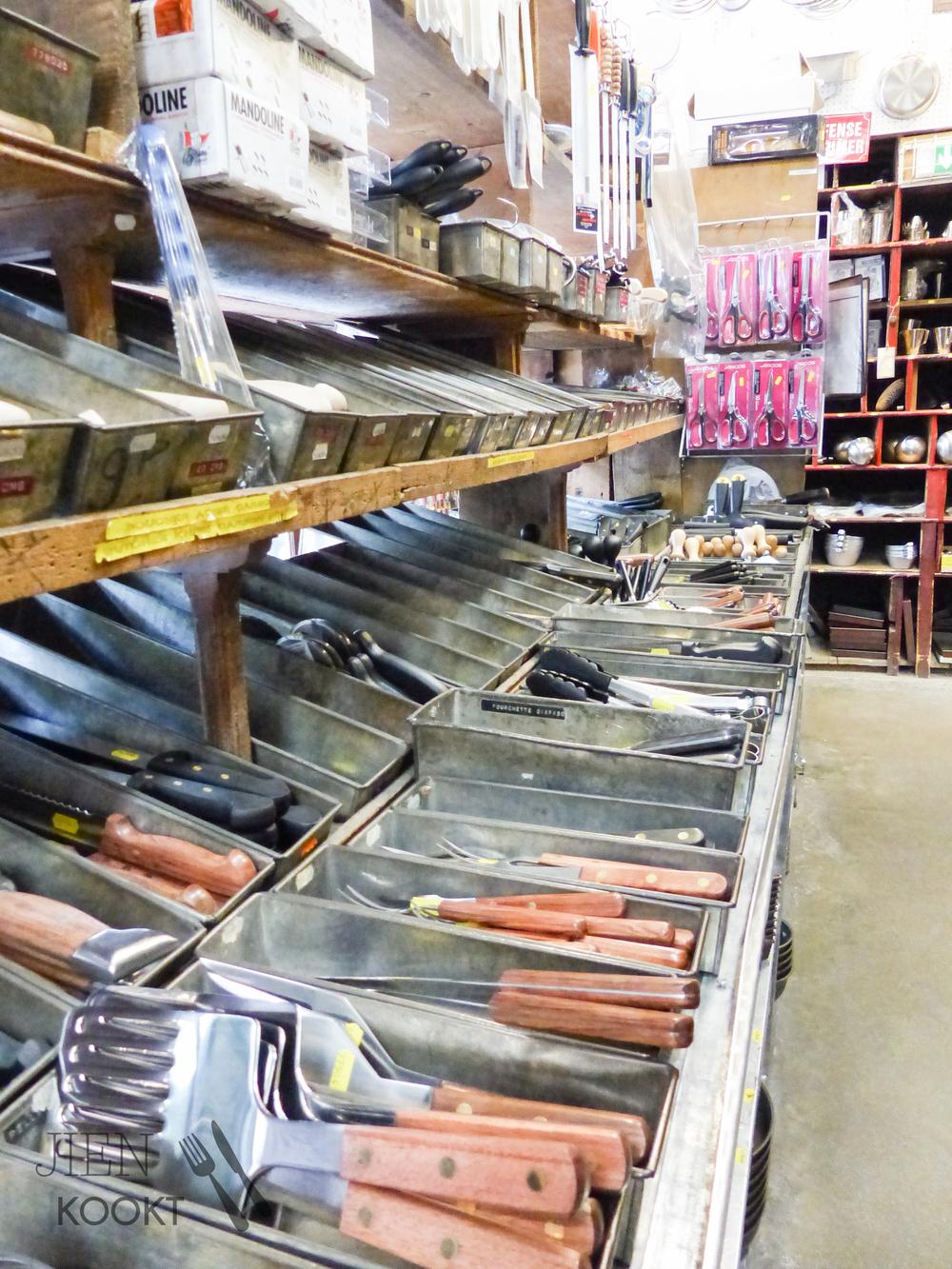 In dé kookwinkel voor koks, E. Dehillerin, vind je voor elke klus een ander mes, spatel of vorm. Een gave plek om je ogen uit te kijken!