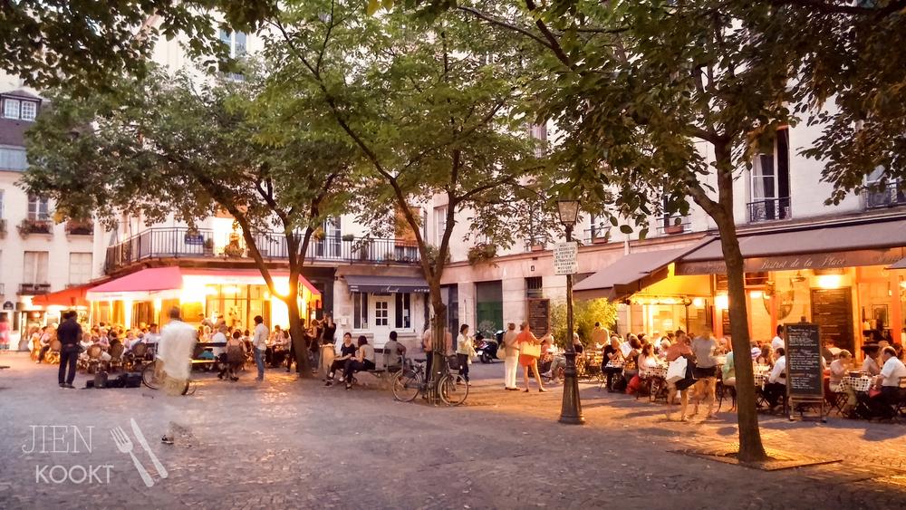 Op Place Saint-Catherine in de Marais waan je je op een dorpspleintje in Zuid-Frankrijk.