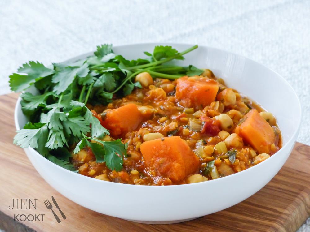 Pittige Marokkaanse stoofpot van pompoen, kikkererwten en linzen | Jienkookt.nl