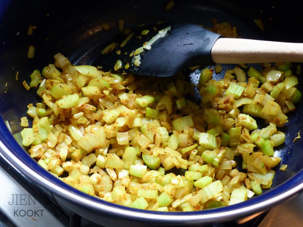 Pittige Marokkaanse stoofpot met pompoen, kikkererwten en linzen | Jienkookt.nl