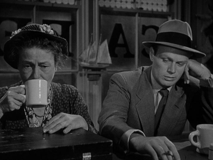 Stoolie Moe (Thelma Ritter) and pickpocket Skip McCoy (Richard Widmark) in  Pickup on South Street