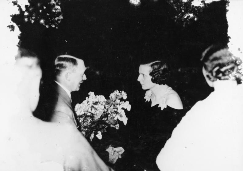 Adolf Hitler congratulating Riefenstahl in 1936 (Credit: Image from German Federal Archives)
