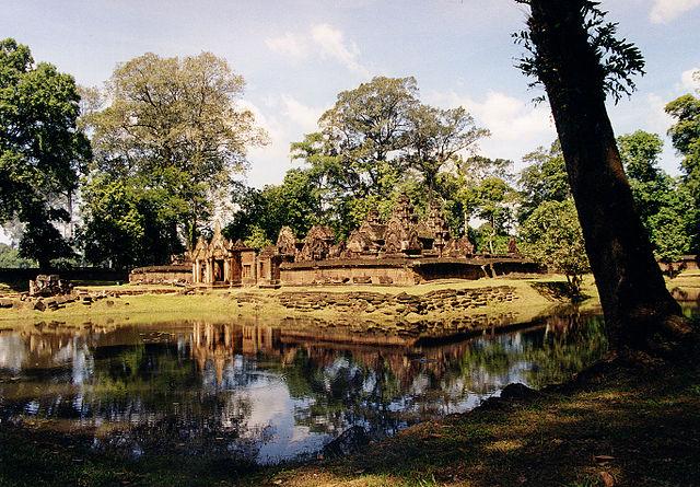Banteay Srei (via Wikipedia)