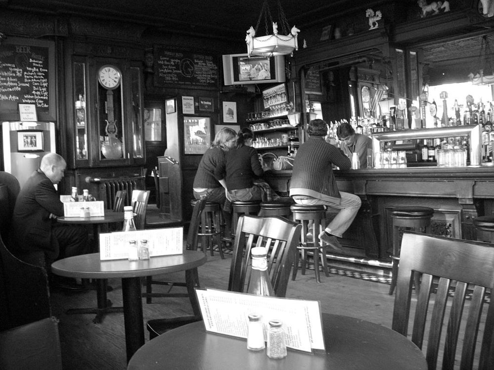 White Horse Tavern (via    Wikipedia   )