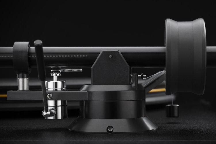 Mobile+Fidelity+StudioDeck+Tonearm+Detail.jpeg