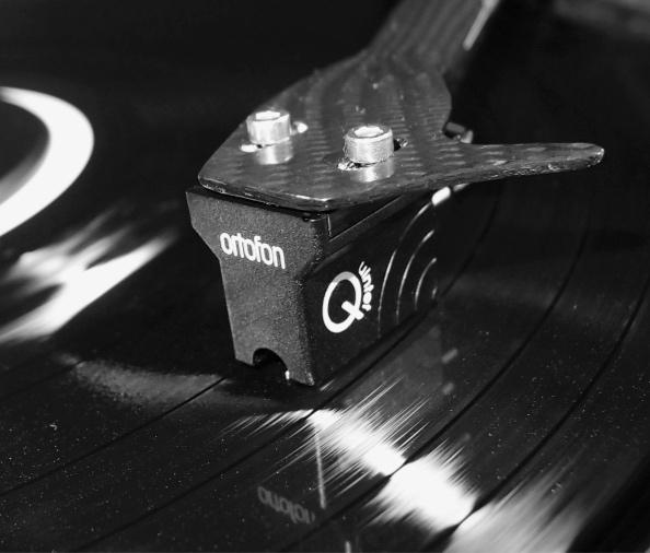 Ortofon_Qunitet_Black_med-1.jpg