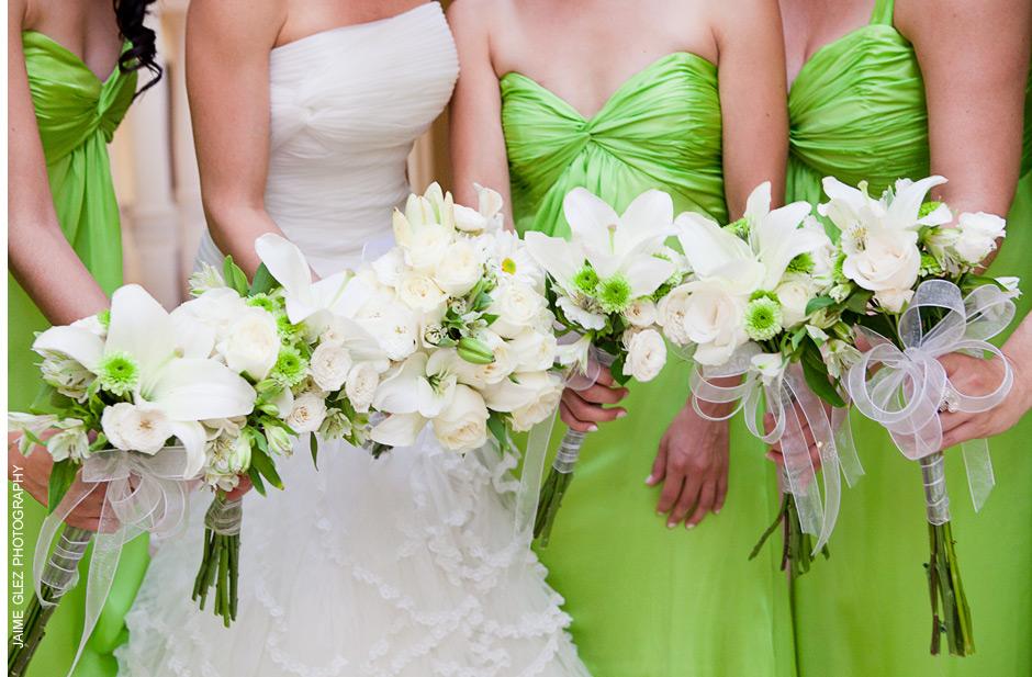 Unique, fresh and elegant bridesmaid bouquets.