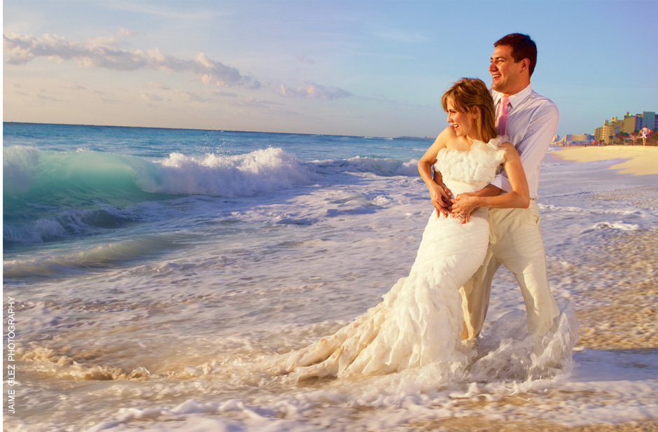 Nothing beats the natural colors of the early morning light for a trash the dress photo session in Cancun, Mexico.
