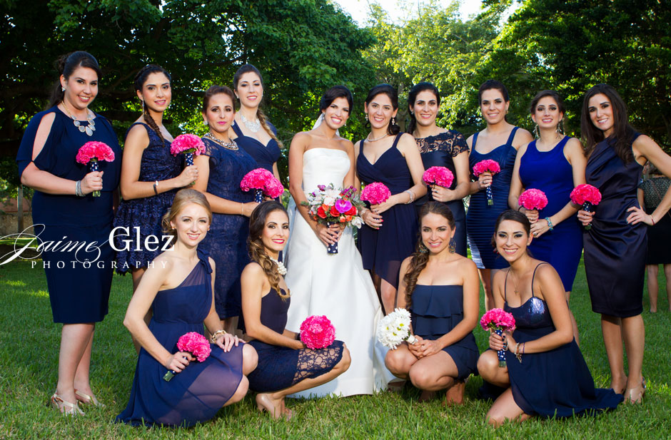 Bridesmaid's blue dresses and pink bouquets did an excellent contrast with the bride. Excellent choice!