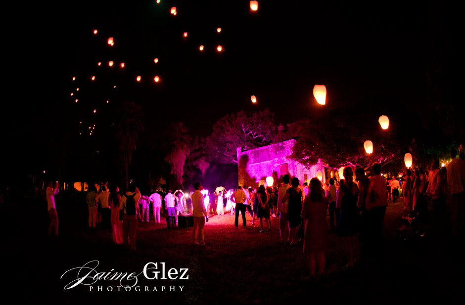 Light balloons always a romantic and special activity to share with family and friends.