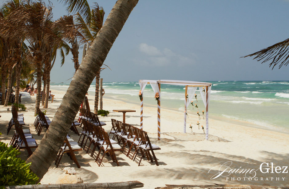 Full view of the intimate wedding scenario at Ziggy's Beach Club in Tulum, Mexico.