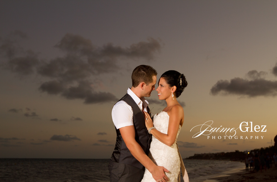 So in love to take photos of newlyweds with such a great background.