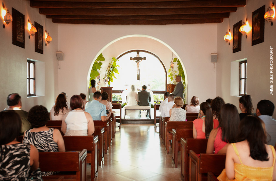 Playa-del-carmen-church