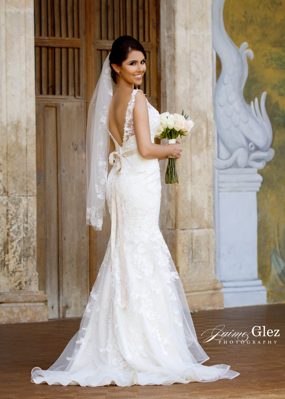 Beautiful bride in her stunning detailed wedding dress.