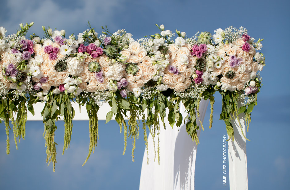 Fresh and elegant floral design by Vanessa James.