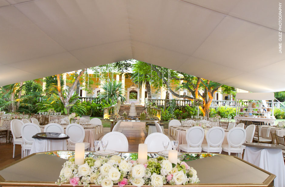 Wow!!!  So stunning wedding reception decor at the Hacienda Tekik de Regil in Yucatan.