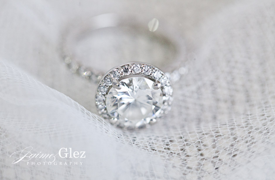 What do you think of this vintage wedding ring? STUNNING!