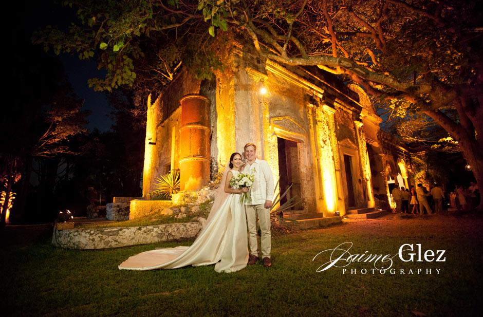 Incredible night scenario of the Hacienda Chichi Suarez!!!!!