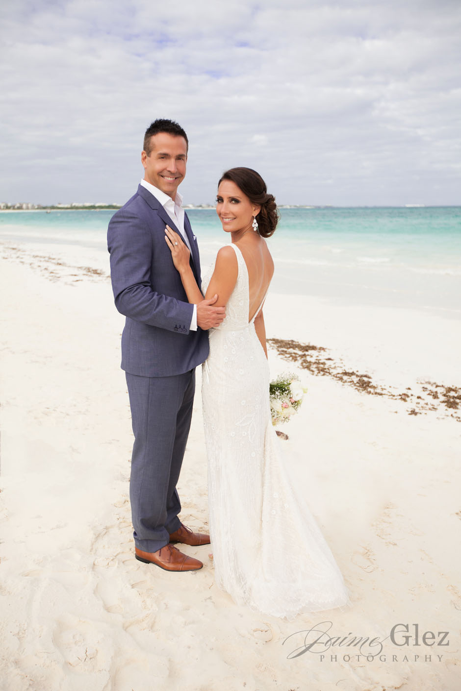 Riviera Maya is always a beautiful destination for a wedding photo session. What do you think?