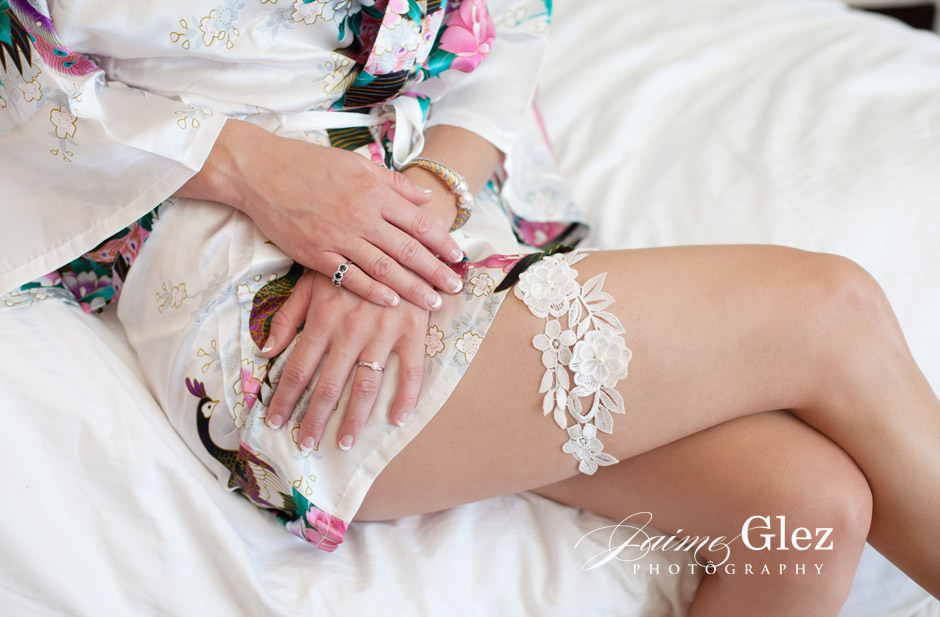What do you think of this lovely bridal garter? Lovely right!