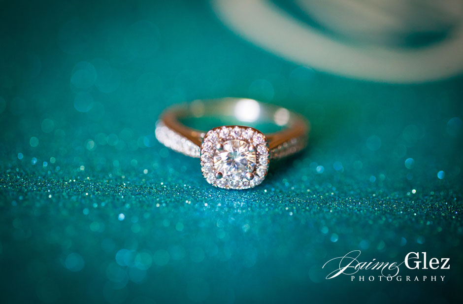 Beautiful vintage wedding ring! That one that any bride desires!