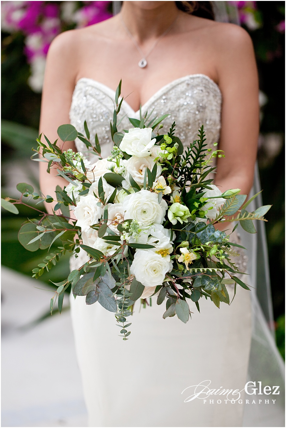 So fresh and elegant bridal summer bouquet.