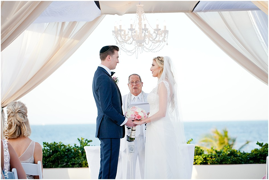 Exchanging the vows with a scenic beautiful background.