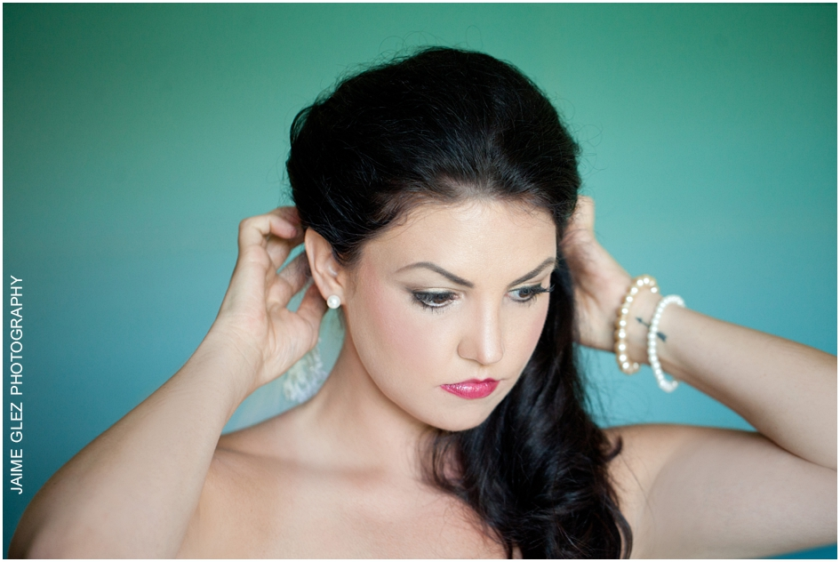 Wow! Lovely profile of this beautiful bride during getting ready.