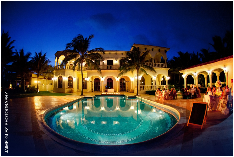 Incredible shoot of Villa La Joya venue in Playa del Carmen. Ideal for romantic-intimate weddings.