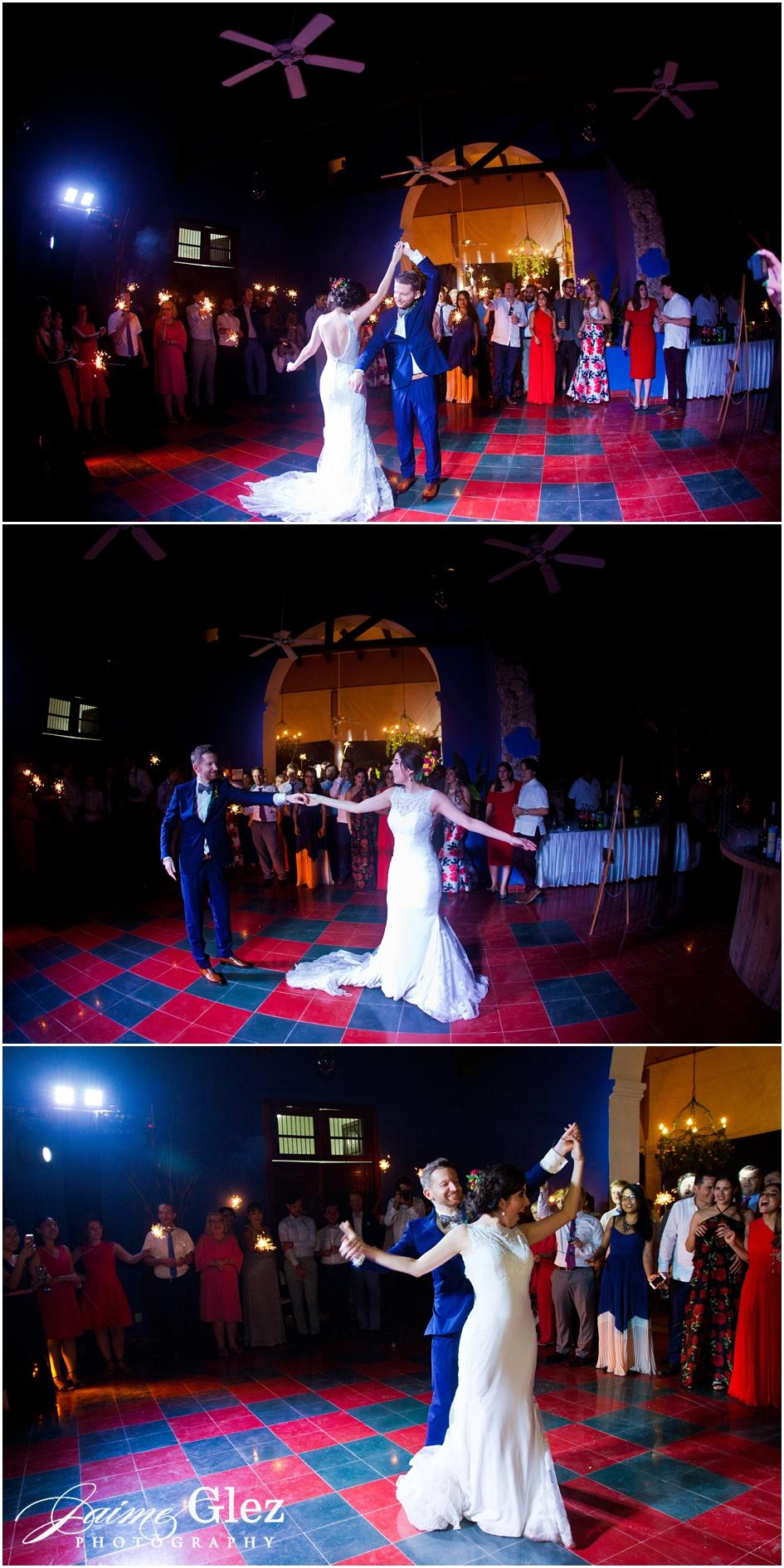 Primer baile oficial de los novios.