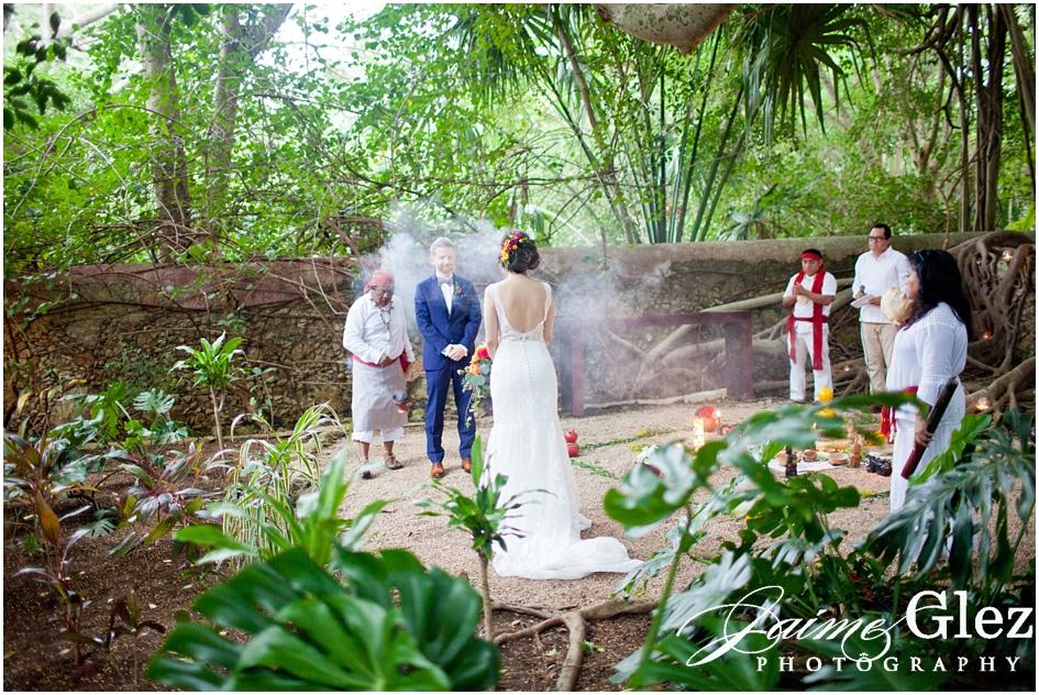 Momento de inicio de ceremonia matrimonial maya. Un ritual sagrado hermoso!