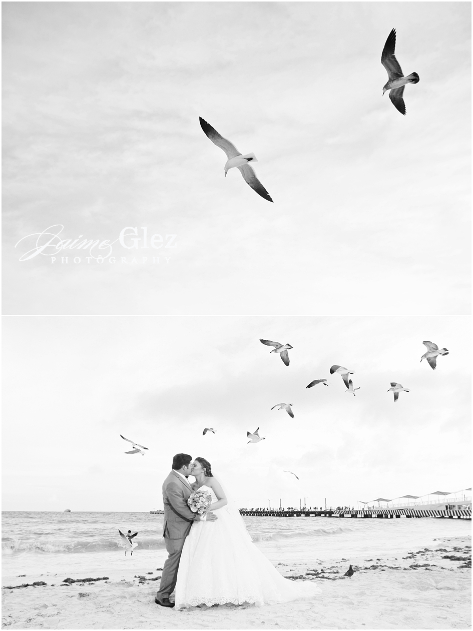 Love it! B&W shooting of bride and groom in Playa del Carmen.