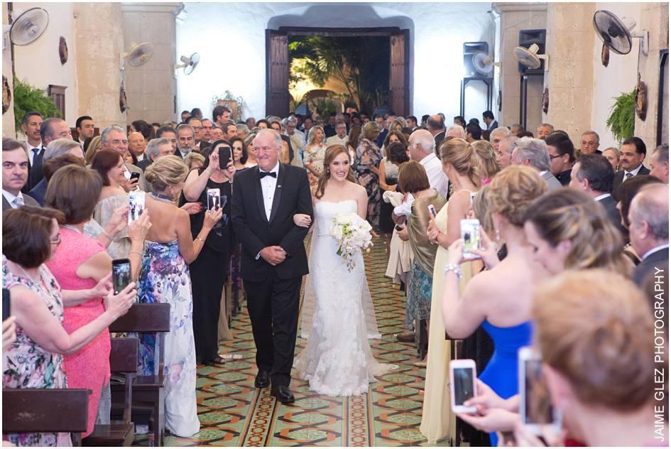 Las expresiones de felicidad de la novia son hermosas. Ese momento es que sabes que te casas con tu gran amor!