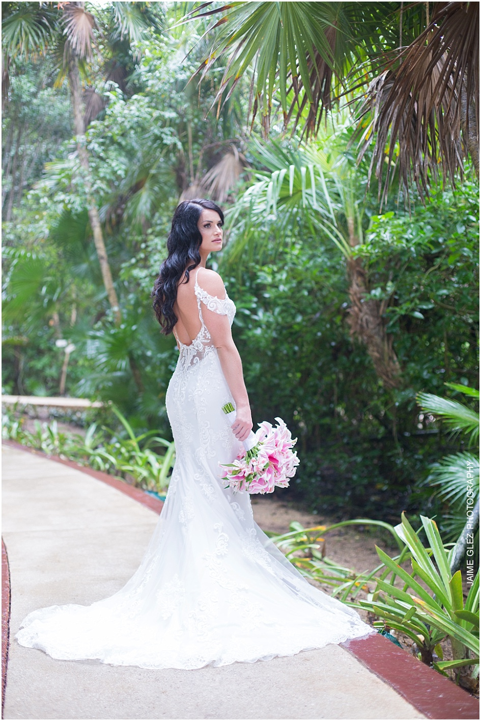 Rachel opted for a wedding dress which displayed soft detail and incredible elegance.