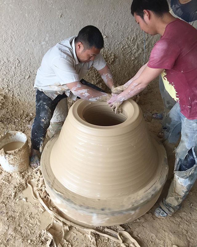 One of the highlights from my trip to Jingdezhen was going back to see these guys throw an astonishing  amount of clay 🙌🏼