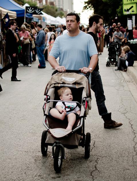 Far og barn.  Bilde tatt av  Dan Braun .