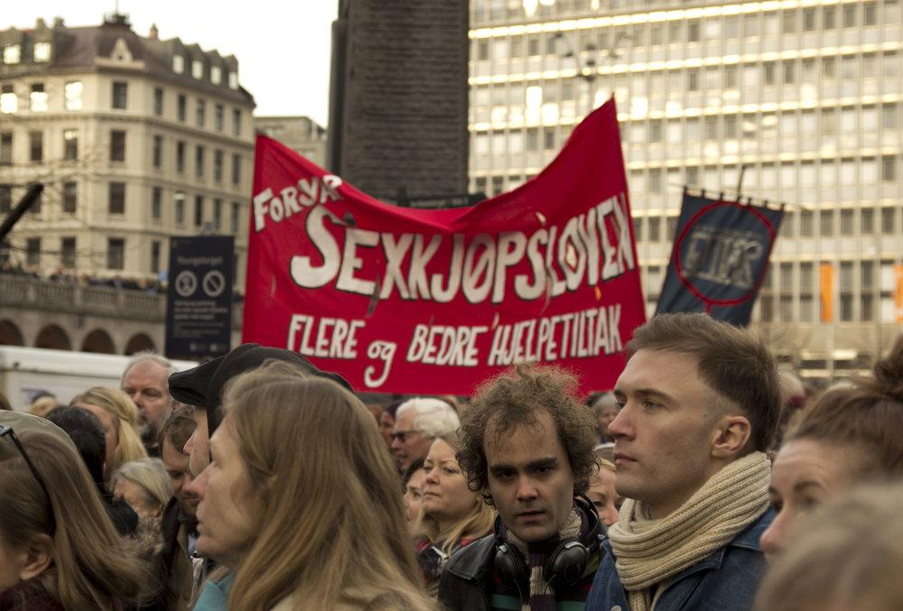"""""""Forsvar sexkjøpsoven, flere og bedre hjelpetiltak"""", her som parole på 8.mars 2014. Foto: Ørjan Laxaa."""