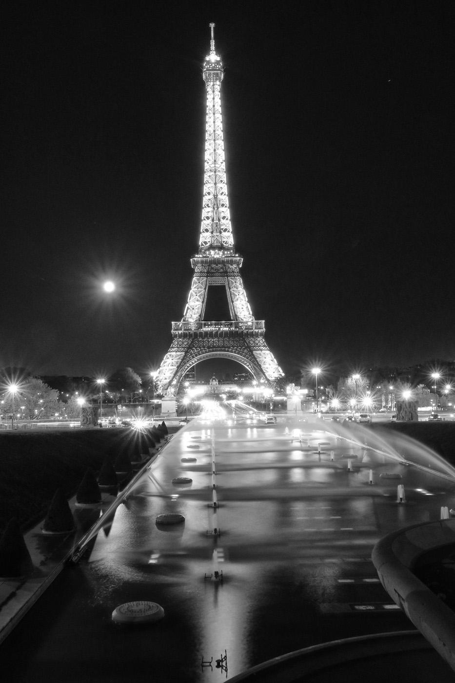 Eiffel bw.jpg