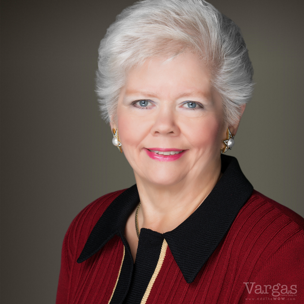 Karyn-Schonherz_-Real-Estate-Agent-Portrait-Business-Head-shot.png